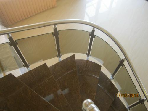 алуминиев парапет със стъкло