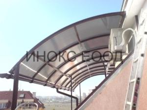 Извита козирка над тераса