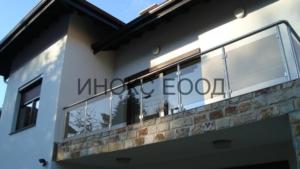 парапет на балкон на къща